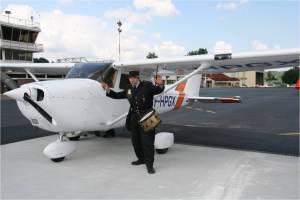 Le Cessna172-GX-sous la surveillance du garde champetre