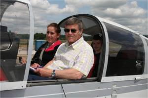 2 élèves pret au départ à bord du Robin DR400