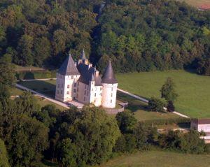 Le château-des-bories à 2 nautiques au nord de l'Aérodrome de Périgueux