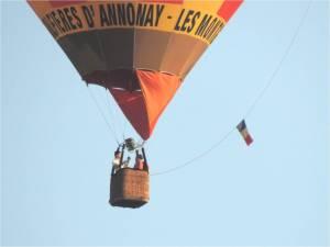 Zoom sur la nacelle de la montgolfière