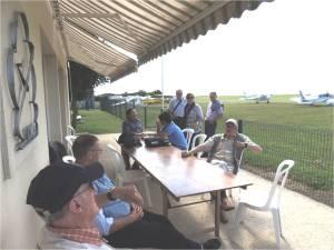 Les pilotes de l'Asap au club house de Chauvigny
