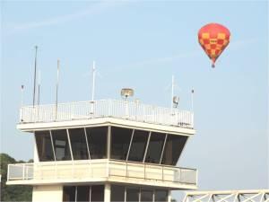 Une montgolfière verticale aérodrome