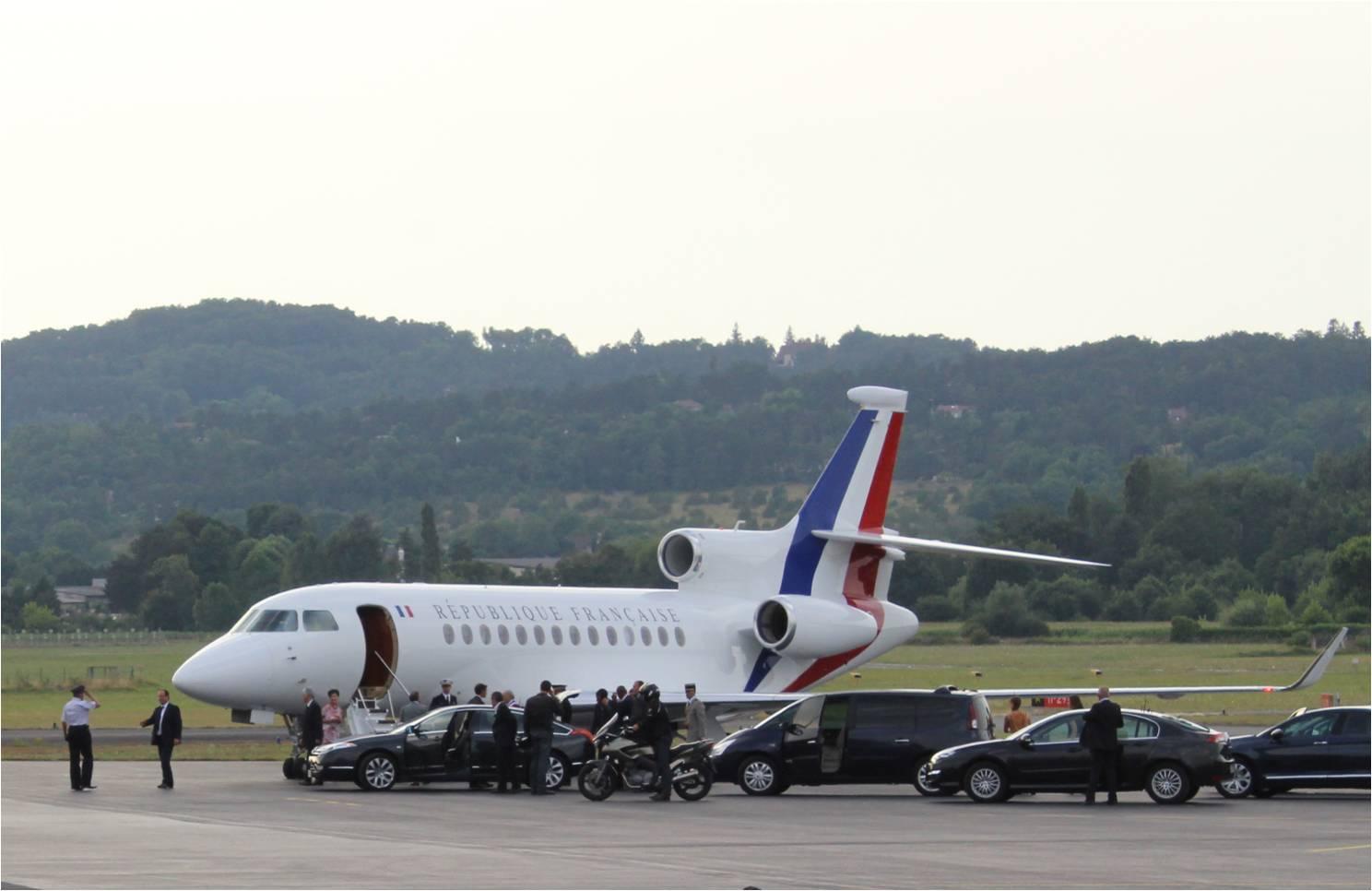 [Image: embarquement-c3a0-bord-de-lavion-prc3a9sidentiel.jpg]
