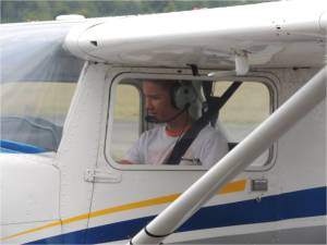 Quentin au retour de son premier vol seul à bord du cessna 152