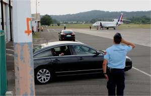Le retour du Président Hollande a l'aeroport de Périgueux
