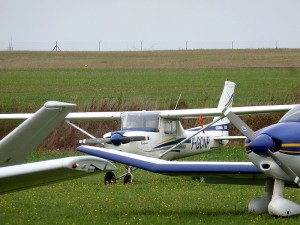 Le Cessna 152 sur le Parking de Brie Champniers