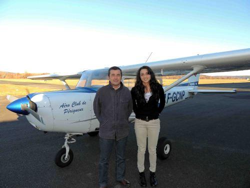 Eva à son retour de vol avec son instructeur