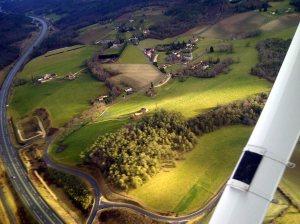 En fin de vent arrière , le village d'Eyliac en arrière plan