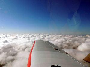 Au dessus de la couche nuageuse