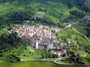 Le village de Chateauneuf-en-Auxois