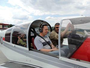 Le départ d'une famille à bord du DR400