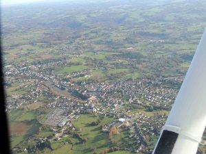 La ville de Thiviers en bordure de la route vers le VOR de Limoges
