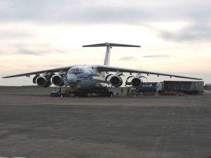 Opération chargement du l'avion cargo  iliouchine