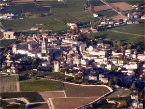 Le village de Saint Emilion sous la lumière de fin d'après midi