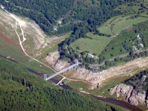 Les vestiges du fond du  lac du barrage de Lanau