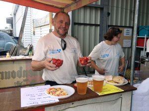 Patrice à la vente des fraises