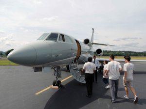 Les VIP du club en visite du Falcon 50