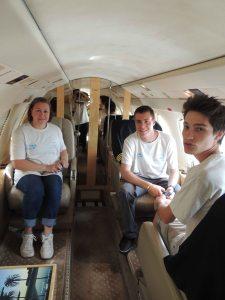 Les VIP de l'aéroclub à bord du Falcon 50