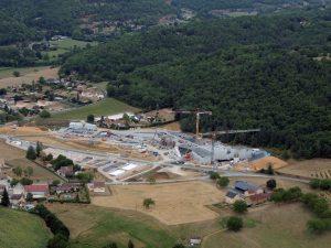 Une vue d'ensemble du chantier de bâtiment de Lascaux 4