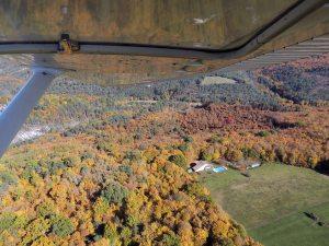 Les collines au nord de l'aérodrome
