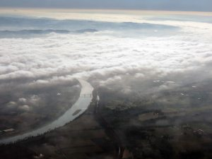La vallée de la Garonne sous le brouillard