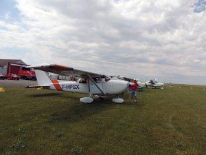 L Cessna 172 sur le parking de l'aéroport de La Rochelle