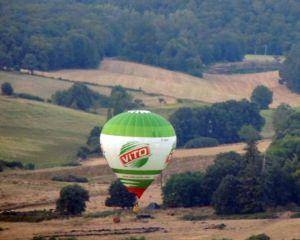 Une montgolfière à l'atterrissage