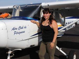 Lorrie devant son avion école