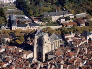 Zoom-sur-la-cathedrale-de-villefranche-de-rouergue
