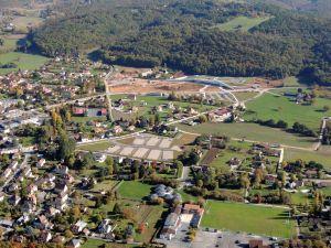 Le Batiment du CIAPML au pied de la colline de Lascaux