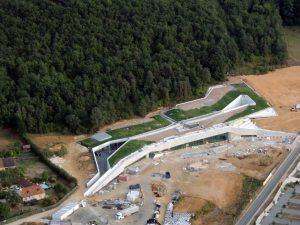 Le remodelage de la colline  de Lascaux prend forme
