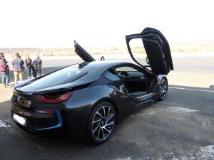 L'arrivée de la BMW I8 sur le tarmac de l'aéroport de Périgueux-Bassillac