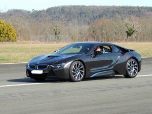 La BMW sur l'axe de piste